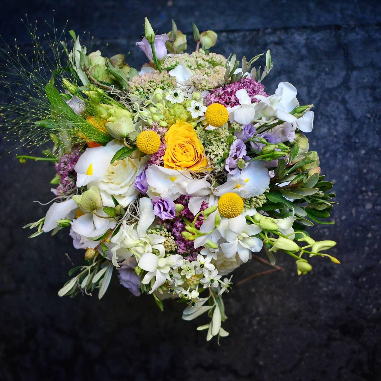 Cumpără online flori proaspete cu livrare în aceeaşi zi!