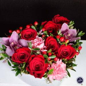 Cutie cu trandafiri şi Cymbidium