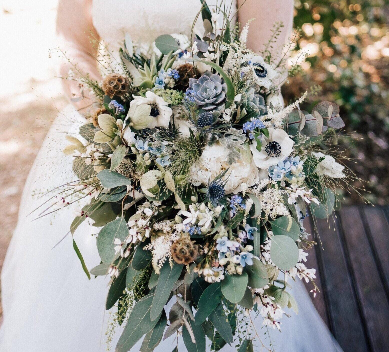 Buchete de flori pentru mireasă şi naşă