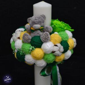 Lumânare de botez din ghemuri albe şi verzi cu flori de bumbac