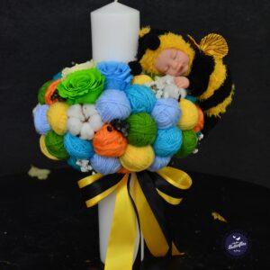 Lumânare pentru botez cu ghemuri multicolore şi jucărie albinuţă