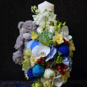 Lumânare de botez cu flori naturale şi ursuleţ