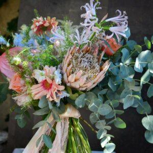 Buchet de flori mixte cu prothea